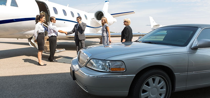 Sydney Limousine dropping off passengers at Sydney Airport